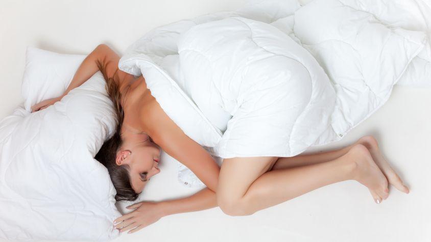 kevesebb alvás vezet fogyáshoz)