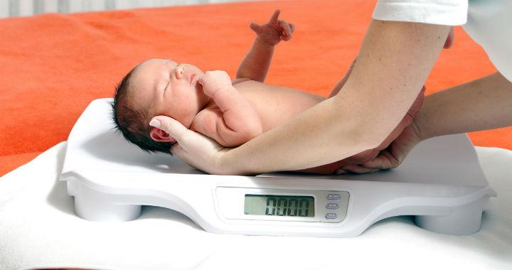 a csecsemők születésükkor fogynak