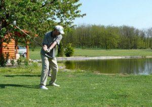 Mik azok a kis bemélyedések a golflabda felületén?